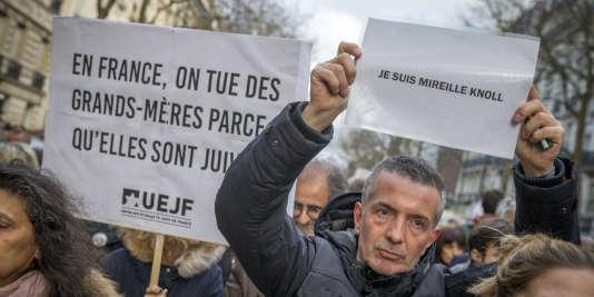 Marche blanche pour l'octogénaire juive Mireille Knoll assassinée dans son appartement parisien, à Paris, mercredi 28 mars 2018.