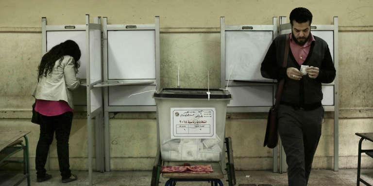 Bureau de vote por l'élection présidentielle égyptienne à Gizeh, le 27 mars.