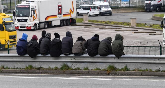 «Cette injonction à se remémorer, à montrer et prouver n'est pas sans conséquences sur le psychisme d'une personne victime de psychotraumatismes» (migrants à Calais, le 30 mars).