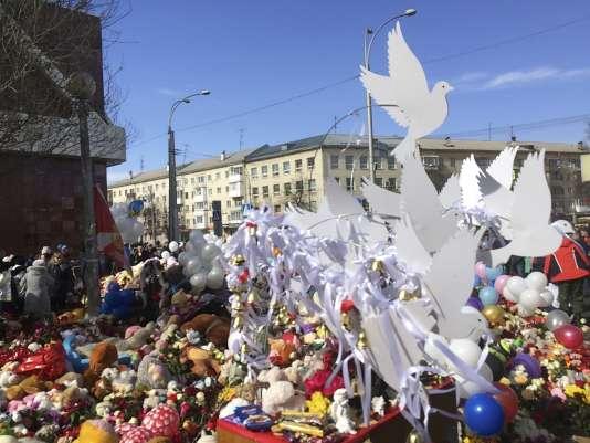Hommage aux victimes de l'incendie du centre commercial de Kemerovo, en Sibérie.