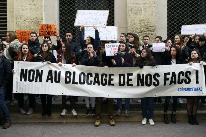 Lors d'une manifestation d'étudiants contre le blocage, àMontpellier, le 22 mars.