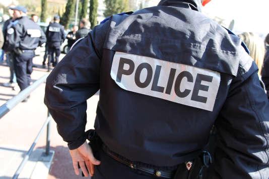 Des policiers rassemblés le 28 février 2012 à Grasse.