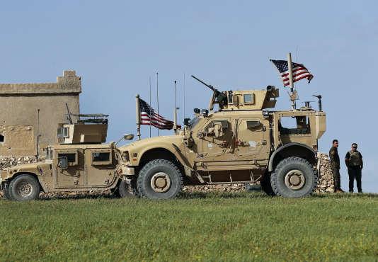 Des militaires américains à proximité de Manbij, le 29 mars.