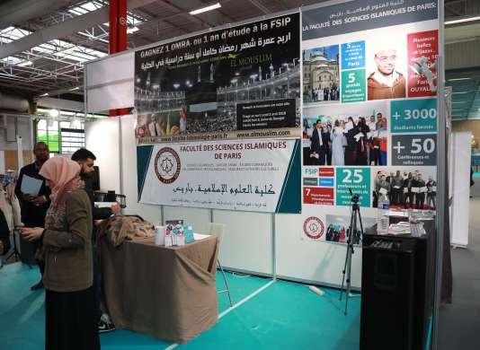 Un stand aux 35e rencontres annuelles des musulmans de France, le 31 mars 2018.