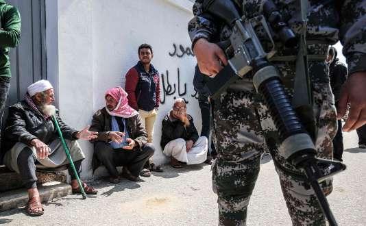 L'armée israélienne a averti dans la presse que « plus de cent snipers » seraient déployés le long de la clôture de sécurité frontalière, en plus des unités supplémentaires mobilisées pour l'occasion.