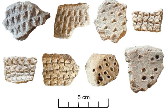 Fragments de céramiques précolombiennes découvertes dans des zones de l'Amazonie brésilienne où des «géoglyphes» - des structures géométriques bâties par l'homme - ont récemment été découverts.