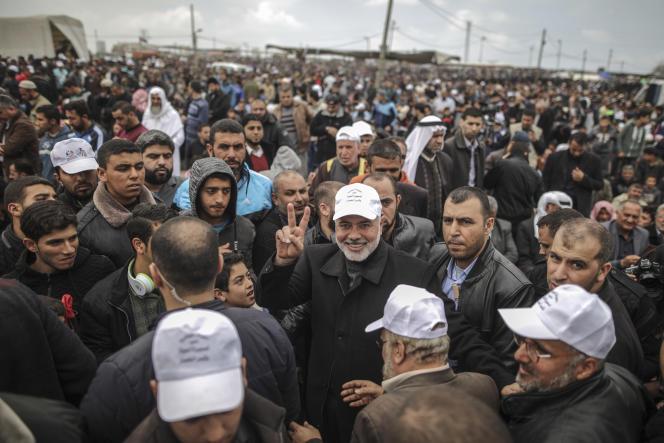 Le leader politique du mouvement Hamas, Ismaïl Haniyeh, durant la« grande marche du retour », à la frontière de Gaza, le 30 mars.