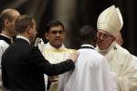 Lors de la veillée pascale, le 31 mars 2018 au Vatican, le pape François a baptisé John Ogah. Ce migrant nigérian de 31 ans est devenu un « héros » en septembre dernier après avoir arrêté le braquage d'un supermarché dans la capitale italienne.