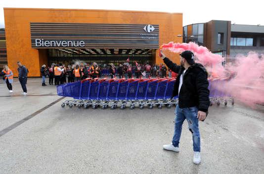 Grève dans un supermarché Carrefour, à Nice, le 31 mars.