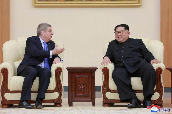 Le président du CIO, Thomas Bach, au côté du dirigeant nord-coréen, Kim Jong-un.