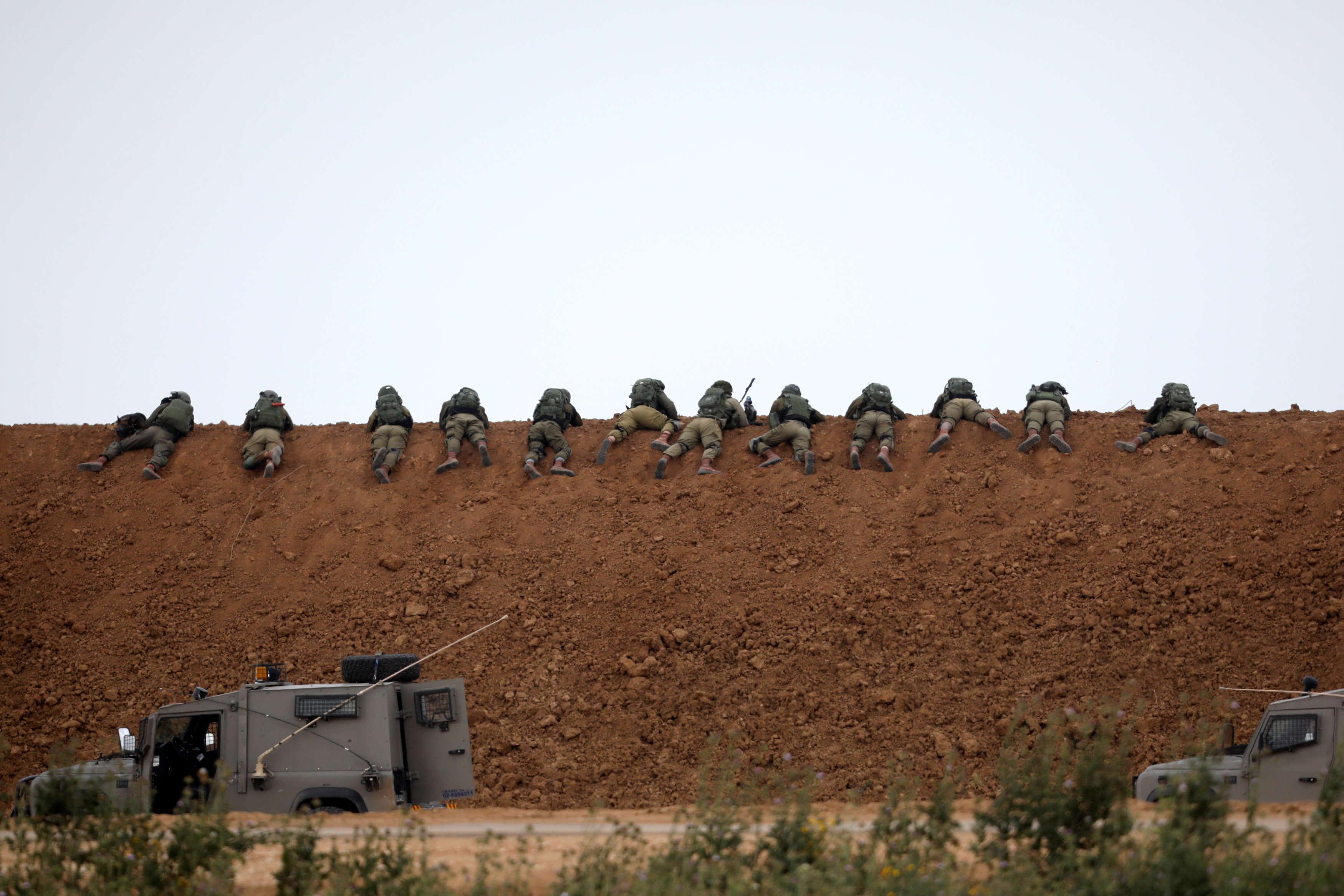 L'armée israélienne a tiré à balles réelles sur ceux qui s'approchaient trop près de la frontière, vendredi 30 mars. Israël s'en est justifié en disant que des manifestants avaient lancé des pierres et des cocktails Molotov sur les soldats.
