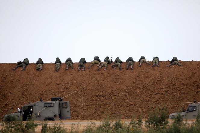 Les soldats israéliens près de la frontière avec la bande de Gazalors de la« grande marche du retour » palestinienne, le 30 mars.