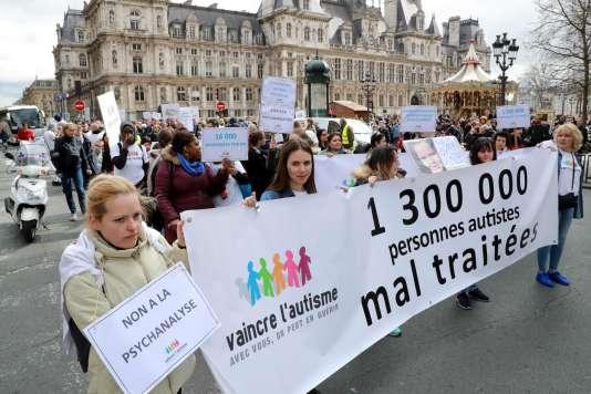 A Paris, à l'occasion de la journée mondiale de sensibilisation à l'autisme, la 15e édition de la Marche de l'Espérance se rassemblera à 14 heures devant l'Hôtel de Ville et se rendra à l'Assemblée nationale.