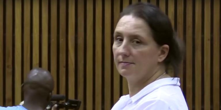 Vicki Momberg lors de sa comparution devant la cour de justice de Randburg, à Johannesburg, le 28 mars.