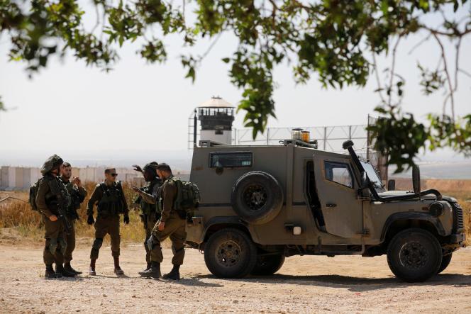 Des soldats israéliens déployés à la frontière entre la bande de Gaza et Israël, le 1er avril.