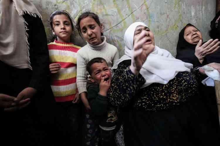 Le président palestinien, Mahmoud Abbas, a décrété samedi 31 mars jour de deuil national et a tenu Israël pour seul responsable des seize morts parmi les manifestants.