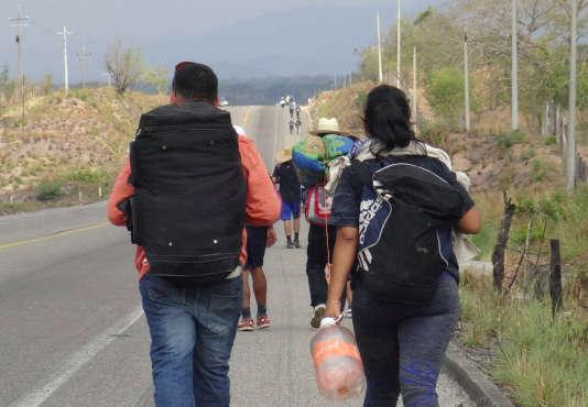 Partis le 25 mars de la ville mexicaine de Tapachula, à la frontière du Guatemala, les hommes, femmes et enfants participant à cette « marche », ici le 30 mars, espèrent entrer en Californie à la hauteur de la ville mexicaine de Tijuana.