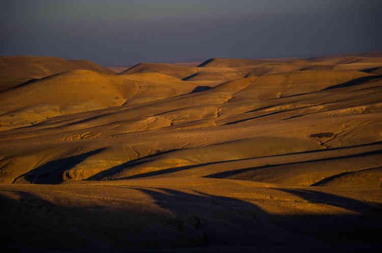 «C'est une photo du désert marocain. Pour Hermessence – que l'on peut comprendre comme l'essence, les sens, l'essentiel –, j'ai eu envie de revenir au commencement, aux matières originelles : la myrrhe, les muscs, le cèdre, le bois d'agar, qui viennent d'Orient. Le désert incarne ces origines. C'est aussi un lieu vierge, qui permet de se reconnecter à l'essentiel.»