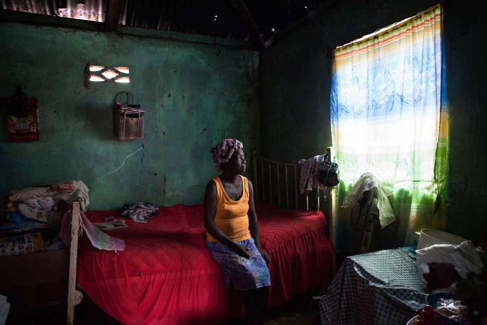 Rosemay est née à Peros Banhos, une île des Chagos. Elle a été déportée, comme les autres Chagossiens, puis s'est mariée à un Mauricien, mort depuis. «Là-bas, c'était plus beau qu'ici, à 100%.» Elle vit de sa maigre pension à Port-Louis.