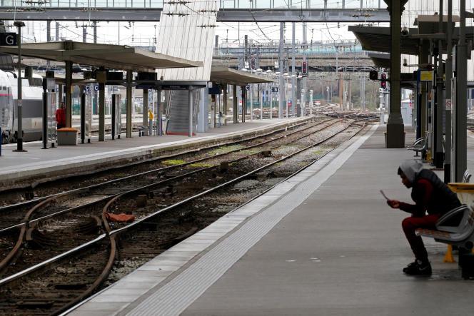 A la gare Lille Flandres, le 2 avril.