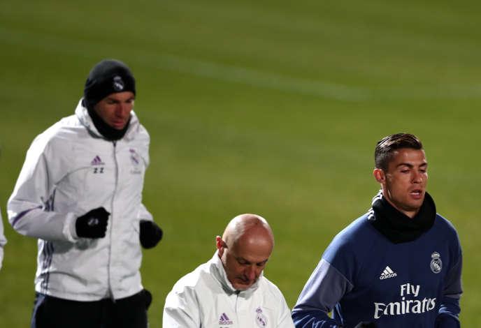 Antonio Pintus (au centre), Cristiano Ronaldo (à droite), Zinédine Zidane (à gauche). Et un bonnet.