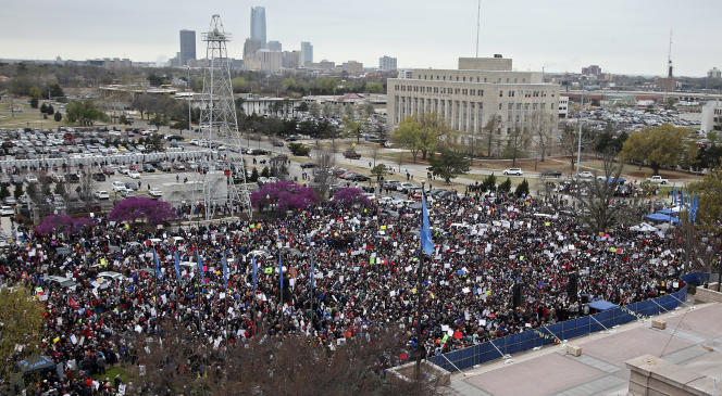 Manifestants réunis devant le Capitol d'Oklahoma City, le 2 avril.