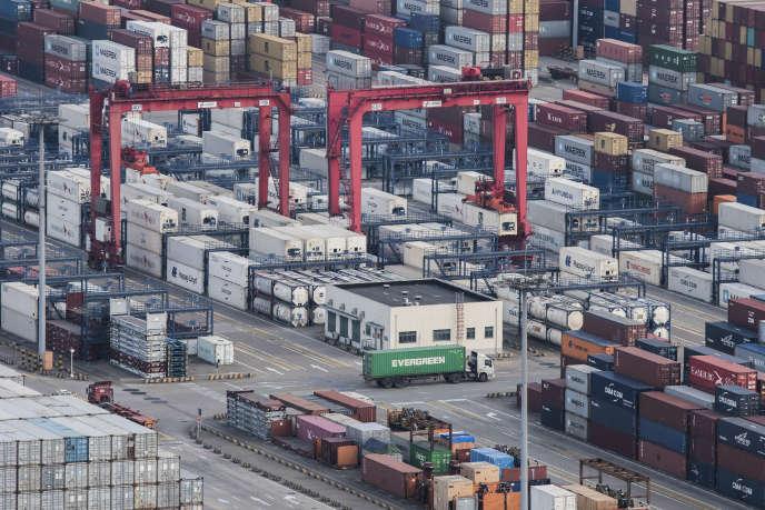 Le port de Yangshan, à Shanghaï. La Chine a affiché une production industrielle en hausse de 6,5% au premier trimestre.