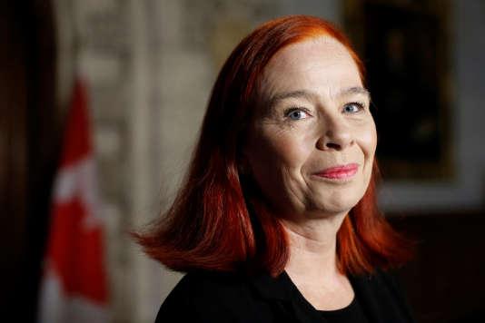 Catherine Tait lors d'une conférence de presse à Ottawa le 3 avril.