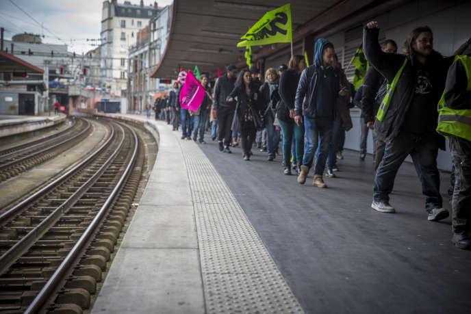 Assemblée générale de l'intersyndicale des cheminots de Paris-Nord au premier jour de grève nationale des cheminots contre le projet de réforme de la SNCF, mardi 3 avril.