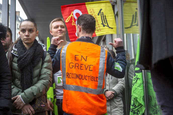Gare de l'Est à Paris, lors de la première journée de grève, mardi3 avril.