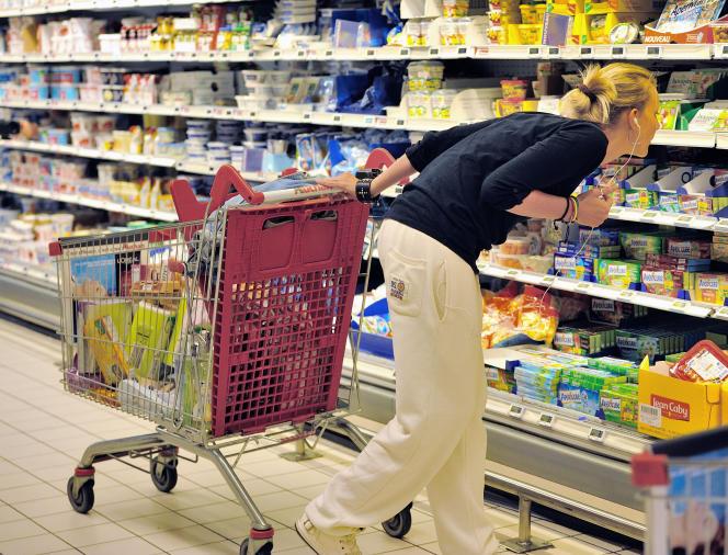 Un supermarché Auchan dans un centre commercial de Faches-Thumesnil (Nord), le 27 juin 2014.
