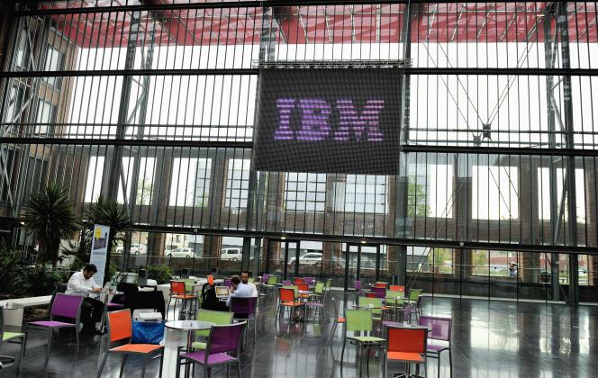 Le hall du centre EuraTechnologies à Lille le 24 juin 2013 au moment de l'annonce de l'ouverture de l'IBM Services Center à Lille (Nord).