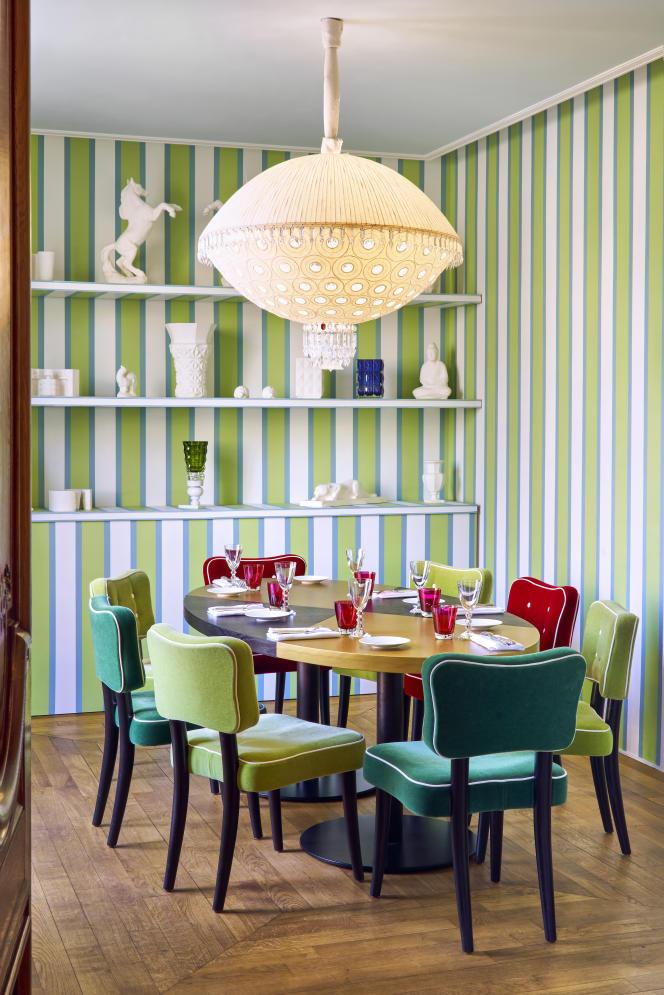 Au Cristal Room de Baccarat, à Paris, décoré par Jacques Grange.