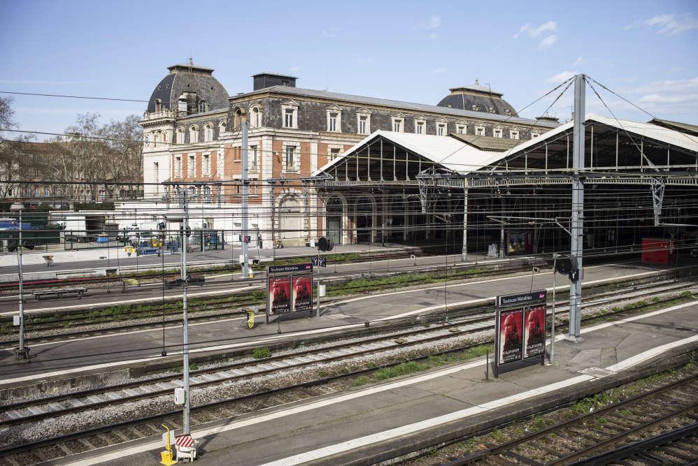 Les quais vides de la gare Matabiau à Toulouse, au premier jour de la grève, mardi.