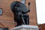 Réalisée par les artistes LaVaughn Belle et Jeannette Ehlers,« I am Queen Mary» est la première statue représentant une personne noire à être inaugurée au Danemark.
