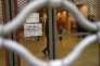 La porte d'entrée de la fac de droit de Montpellier, sur laquelle on peut lire « Pour l'image de notre faculté, reprenons nos activités dans le calme»,après sa réouverture, le 3 avril 2018.