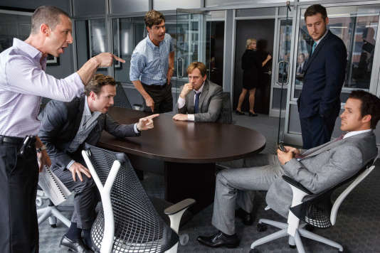 Jeremy Strong, Rafe Spall, Hamish Linklater, Steve Carell, Jeffry Griffin affrontent Ryan Gosling.