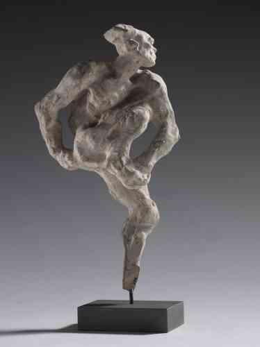 """«En 1912, Rodin assiste à la première représentation du ballet """"L'Après-midi d'un faune"""". Il est frappé par le jeu de Vaslav Nijinski, ses """"gestes d'une animalité à demi-consciente"""". Si le danseur est bien venu dans l'atelier du sculpteur, peu d'œuvres peuvent lui être rattachées avec certitude. Dans cette sculpture, le modèle est assez aisément identifiable.»"""