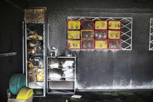 La salle de classe de l'école maternelle R. Dorgeles à Chanteloup les Vignes après un incendie criminel, le 3 mars.