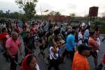 Une caravane de 1 200 migrants arrêtée au Mexique après les vives critiques du président américain, Donald Trump.