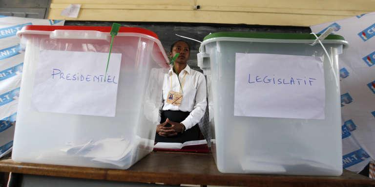Dans un bureau de vote d'Antananarivo, lors des dernières élections générales malgaches, en décembre 2013.