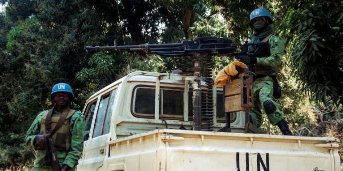 Des casques bleus camerounais de la Minusca patrouillent dans le village de Bedaya, dans le nord-ouest de la Centrafrique, le 12janvier 2018.