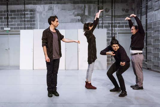 « Décris-Ravage », d'Adeline Rosenstein au Théâtre de la Cité internationale à Paris.