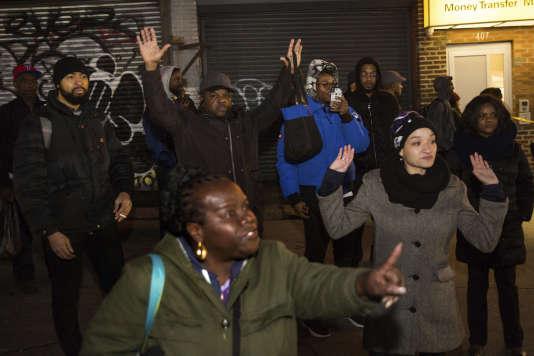 Dans le quartier de Crown Heights à Brooklyn (New York) où Noir non armé a été tué par la police, le 4 avril.