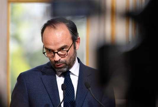 Le premier ministre, Edouard Philippe, présentant le projet de réforme des institutions, à Matignon, le 4 avril.