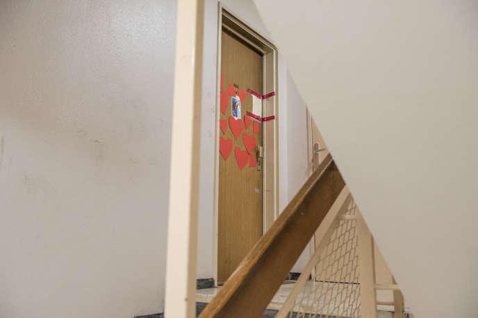 La porte de l'appartement de Mireille Knoll, avenue Philippe-Auguste à Paris, le 27 mars.