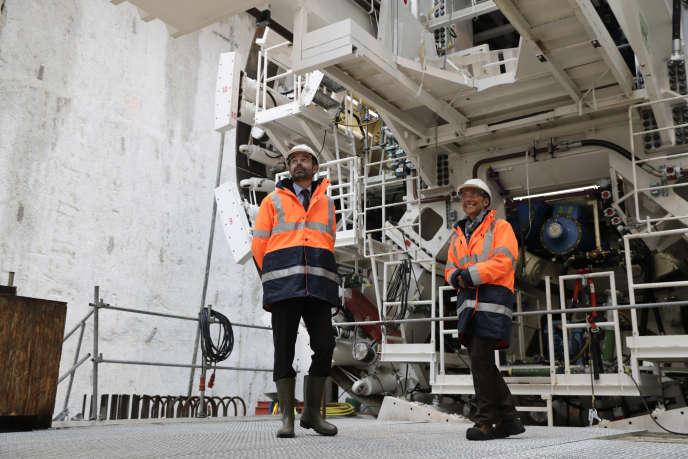 Le premier ministre Edouard Philippe et la ministre des transports Elisabeth Borne sur le chantier de la future ligne 15 Sud du Grand Paris Express, à Champigny-sur-Marne (Val-de-Marne), le 23 janvier.