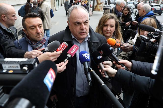 Le secrétaire général du syndicat SNCF UNSA, Roger Dillenseger avant la concertation avec la ministre des transports, à Paris, le 5 avril.
