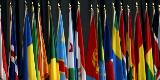 Drapeaux des 54 pays du continet africain.