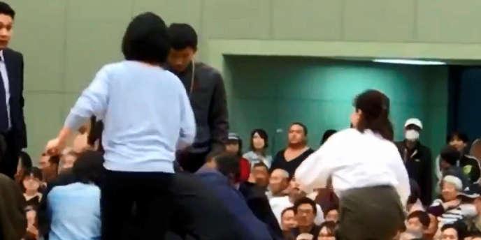 Dans un communiqué, le chef de l'association de sumo, Nobuyoshi Hakkaku, a présenté des excuses.